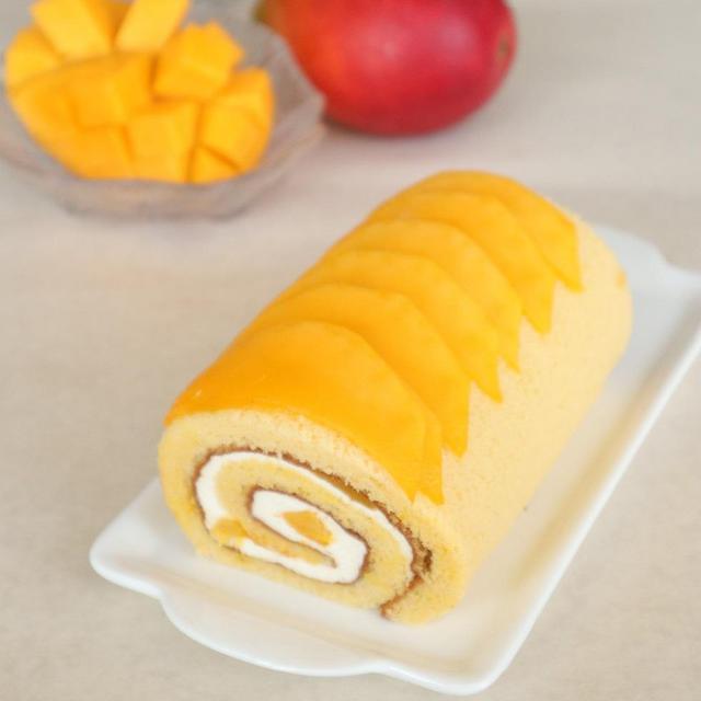 【季節限定】米粉のロールケーキ「完熟マンゴーのロールケーキ」