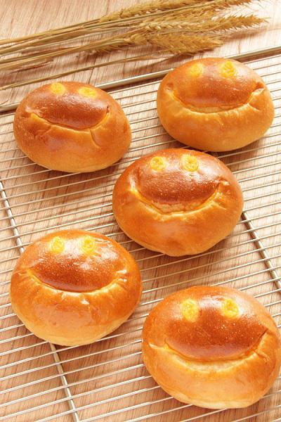 しあわせを呼ぶクリームパン01.jpg