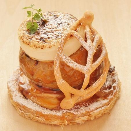 本店限定2017年11月サンクス・ケーキ「丸ごとりんごのシブースト」