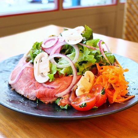 北海道和牛のローストビーフサラダ