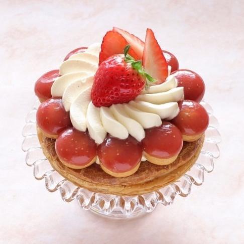 本店限定2019年1月サンクス・ケーキ「大粒苺のサントノーレ」