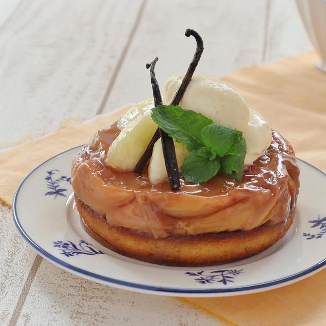 本店限定2020年8月サンクス・ケーキ「まるごと白桃のタルトタタン」